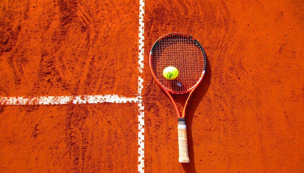 Perbedaan Antara Kotak dan Benda Tajam dalam Taruhan Olahraga